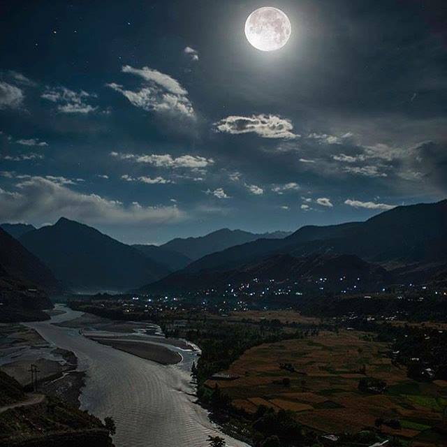 A spectacular sight of full moon and chitral valley - Chitral
