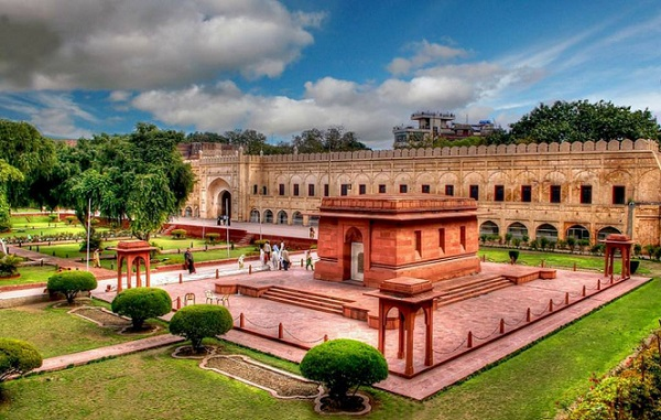 The Tomb of Allama Iqbal - Lahore1