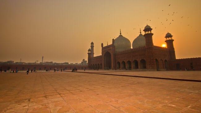 Badshahi Mosque 6