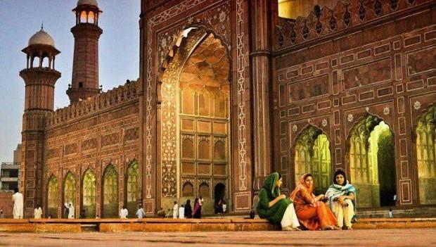 Badshahi Mosque 2