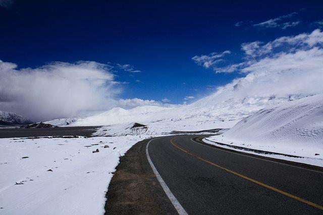 Karakoram Highway snow 1