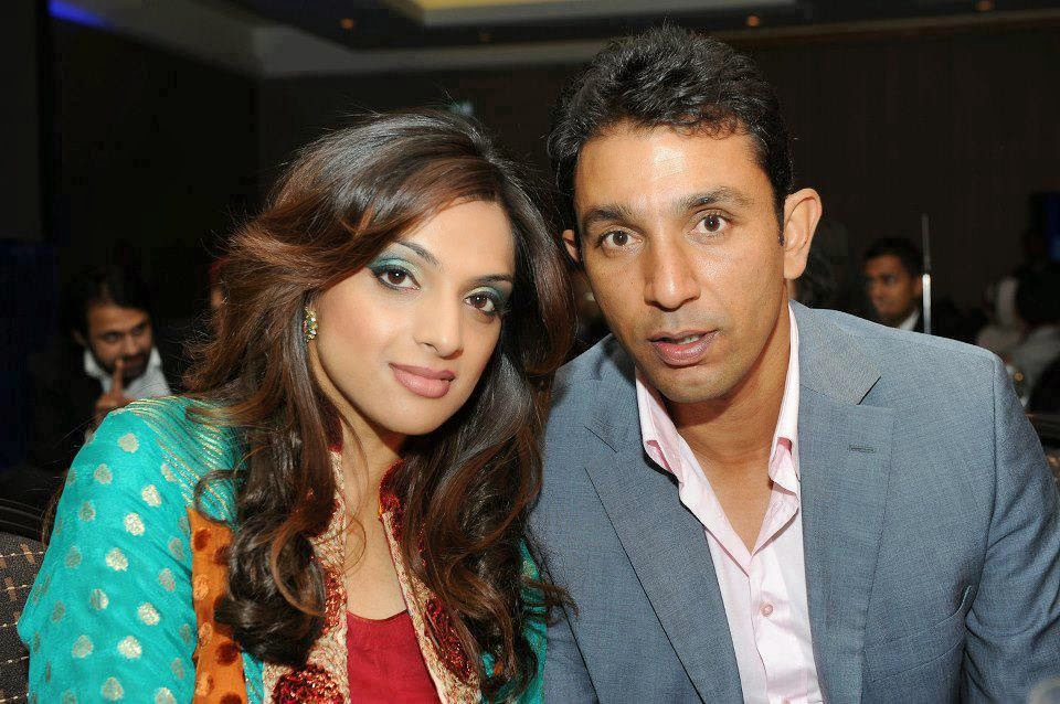 Azhar Mahmood with his wife