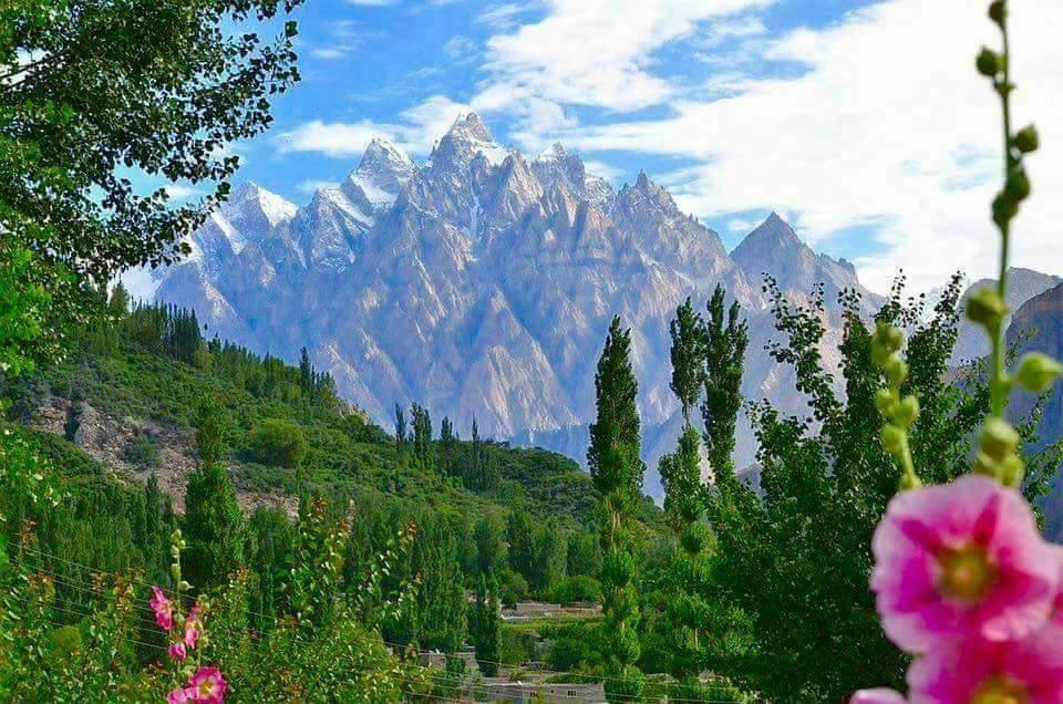 33 - Spectacular View of Passu Cones in Hunza