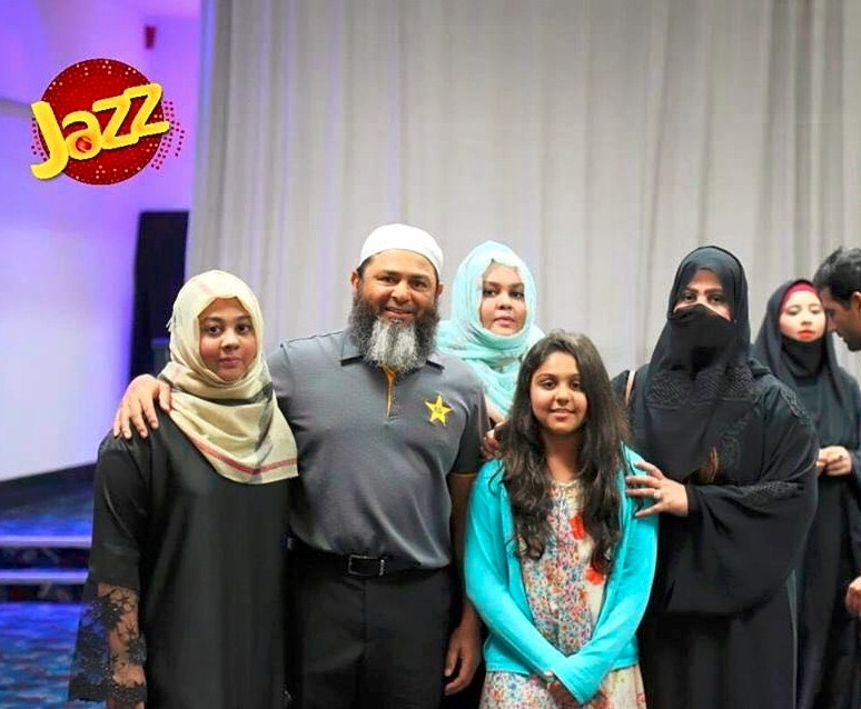 Mushtaq Ahmed with family