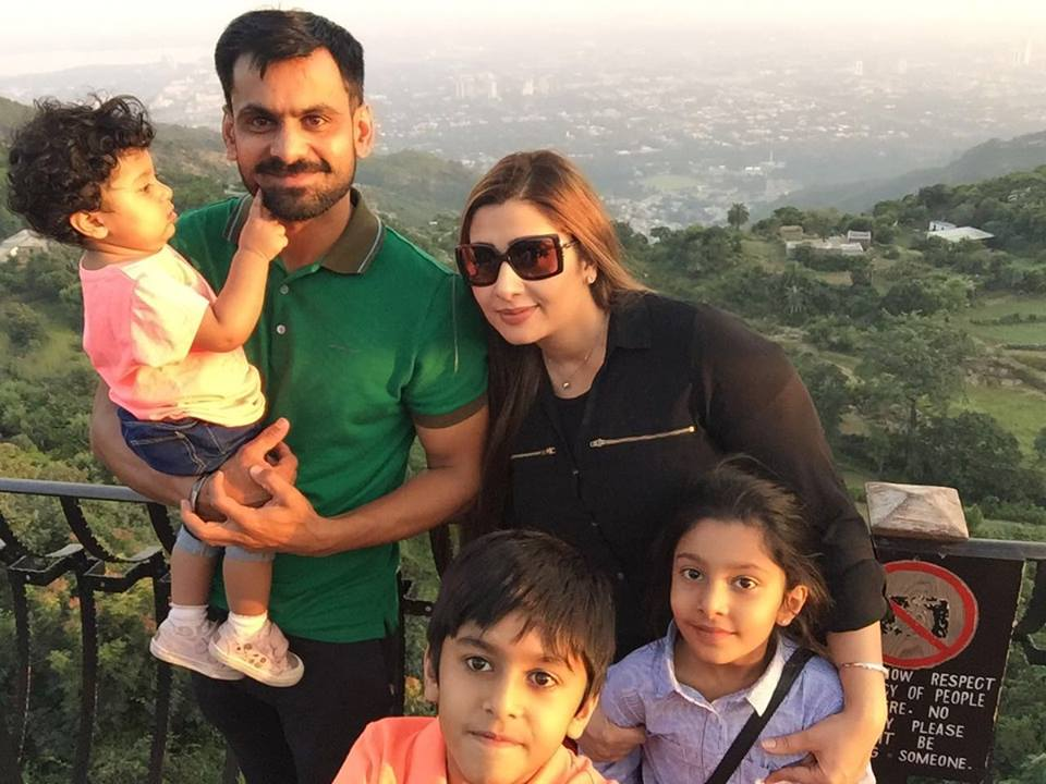 Mohammad Hafeez with family