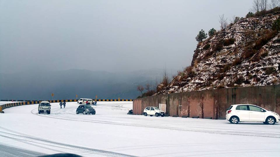 7 - Murree Expressway looks like this during Winters