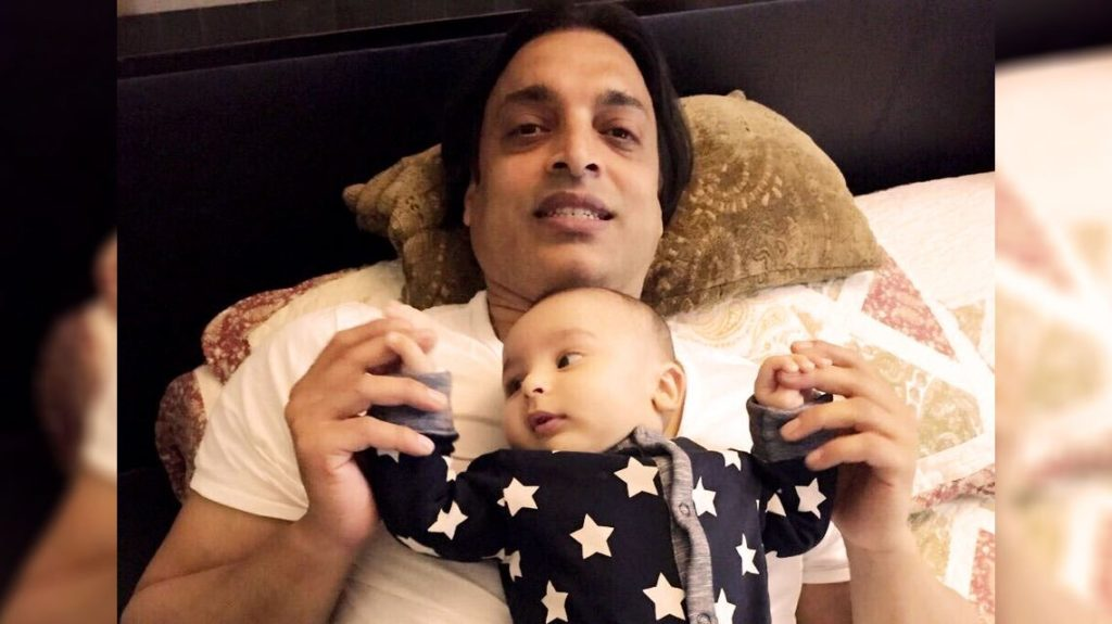 Shoaib Akhtar with son