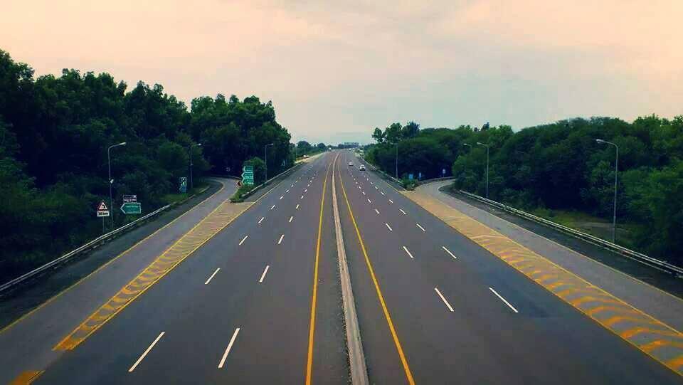 20 - Motorway 367 kilometers - 6 Lanes
