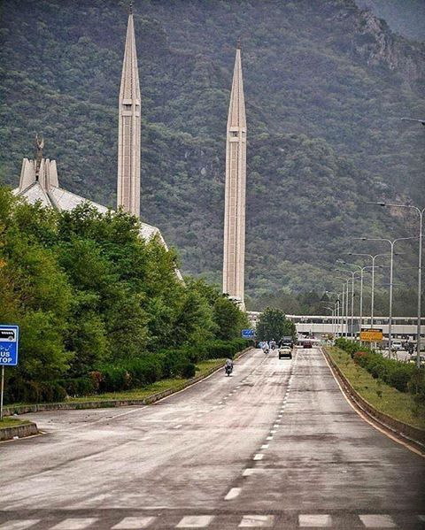 5 - Road to Faisal Mosque